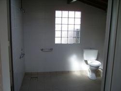 sanitaire handicapé lavabos,wc et douche